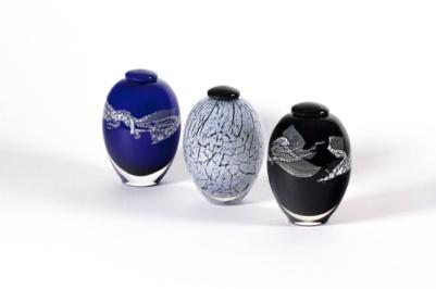 Reliquaires funéraires en verre soufflé fabriqués par l'atelier de verre Welmo
