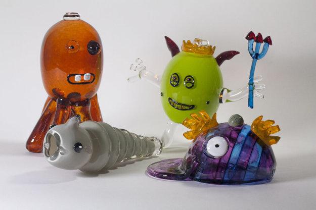 Les monstres mous en verre soufflé fabriqués par Patrick Primeau et David Frigon-Lavoie chez Welmo