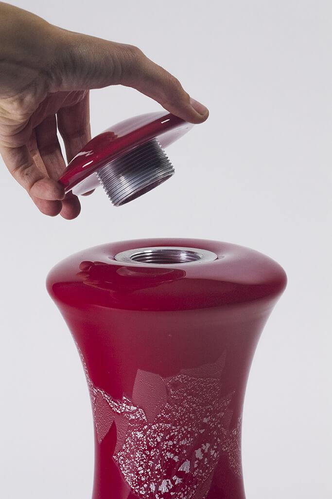 Urne en verre soufflé fabriqué par l'atelier de verre Welmo
