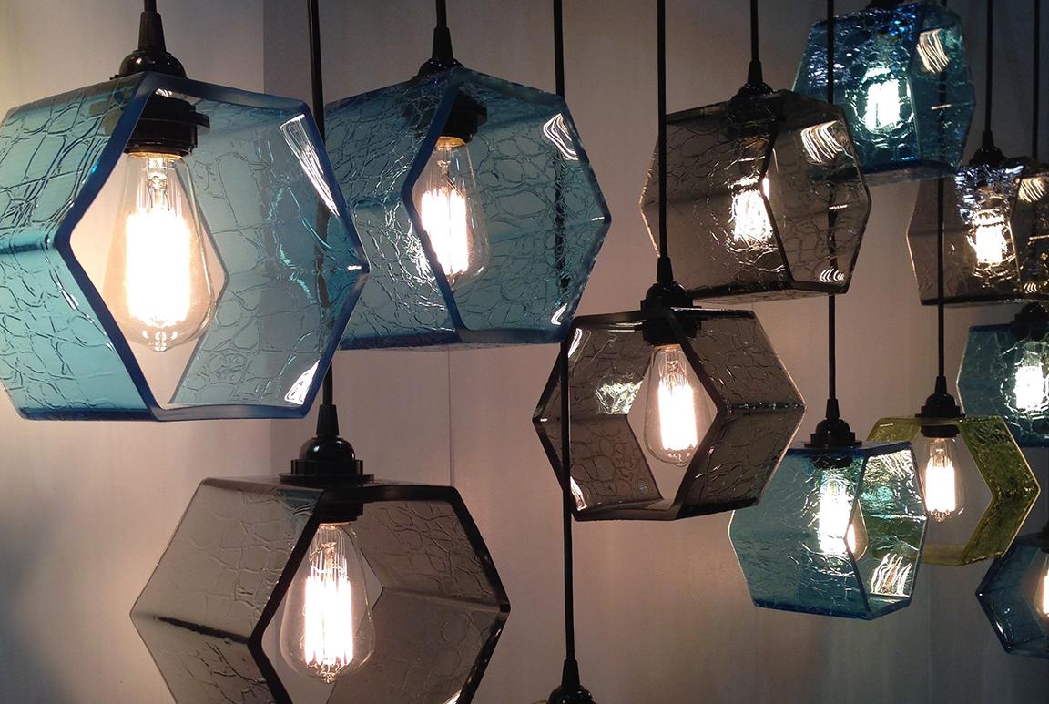 Luminaire en verre soufflé fabriqué à l'atelier Welmo par Patrick Primeau design: Patrick Primeau