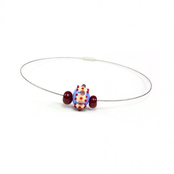 collier BABOUCHKA en perles de verre bleu pâle et rouge, Caroline Ouellette