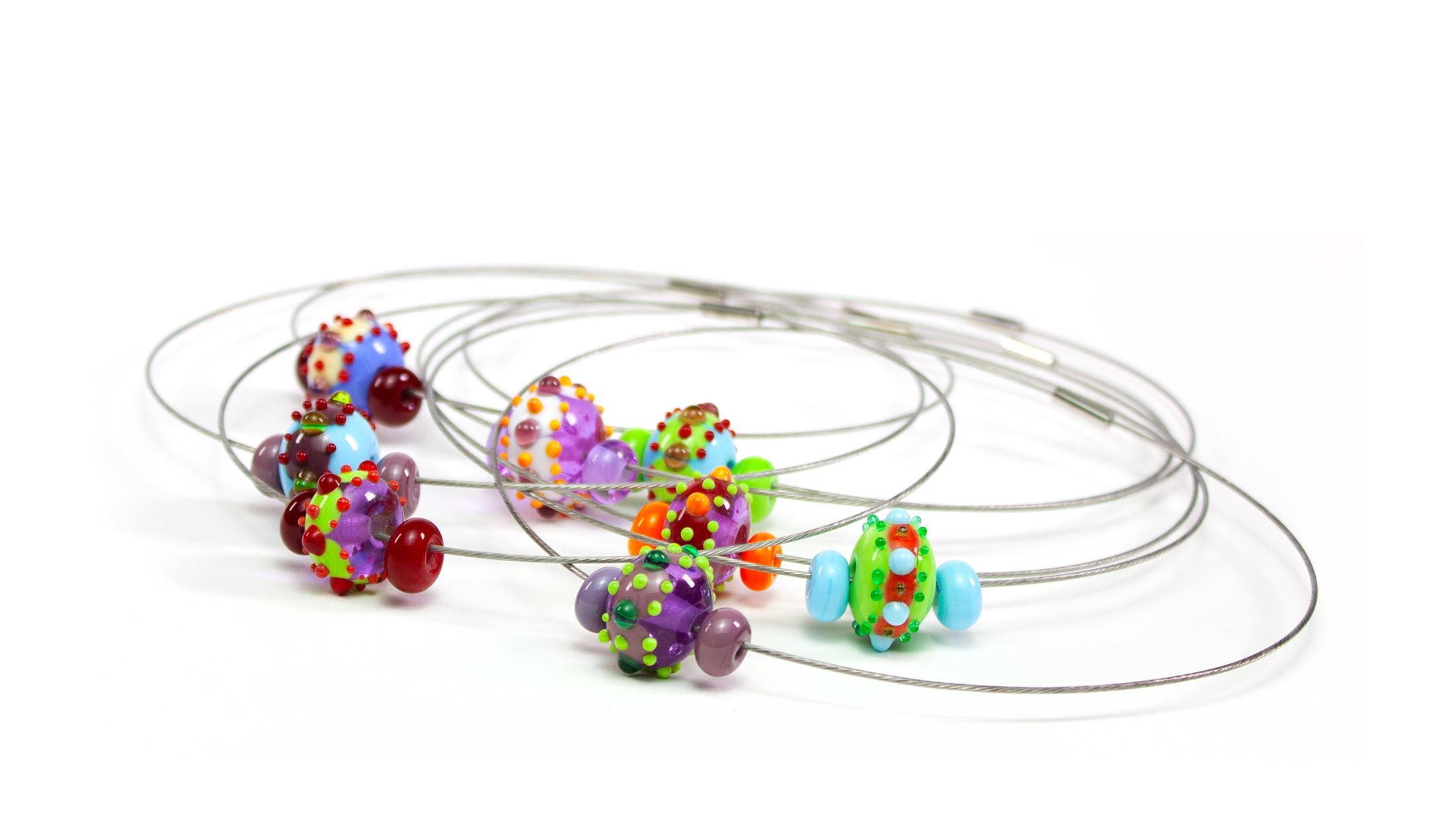 colliers BABOUCHKA en perles de verre filé. Caroline Ouellette